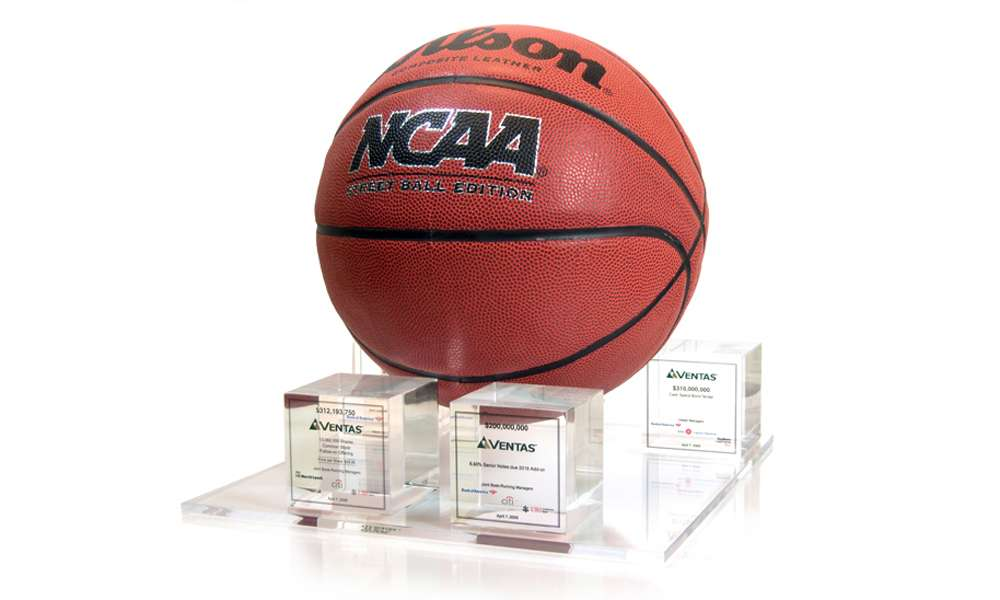 Ventas NCAA Basketball Custom Lucite