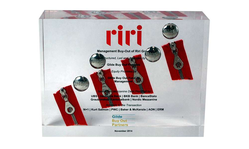 Riri Acrylic display embedment